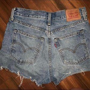vintage levi mom jean shorts